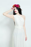 Modelo de forma Wearing White Dress Imagem de Stock