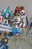 Modelo de Gundam Barbatos com muitos guerreiros imagens de stock royalty free