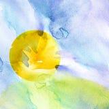 Modelo de la acuarela, ejemplo, fondo Puesta del sol, amanecer, sol amarillo, anaranjado, cielo azul con las nubes Hierba verde,  ilustración del vector