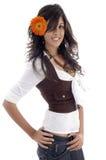 Modelo de la belleza con la flor del gerbera Imagen de archivo