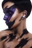 Modelo de la belleza de la moda con maquillaje del camuflaje del arte Imagen de archivo libre de regalías