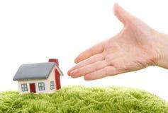 Modelo de la casa con la mano Imagen de archivo libre de regalías