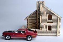 Modelo de la casa y modelo del coche Imagen de archivo libre de regalías
