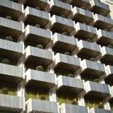Modelo de la construcción de viviendas moderna Imagen de archivo libre de regalías