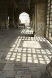 Modelo de la luz y de la cortina Fotografía de archivo libre de regalías