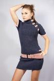 Modelo de la muchacha de Harmonous en una alineada gris Fotografía de archivo libre de regalías