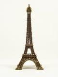 Modelo de la torre de Eifel en el fondo blanco Fotos de archivo libres de regalías