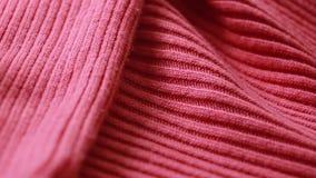Modelo de lana rojo del suéter del estambre Copos de maíz almacen de metraje de vídeo