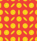 Modelo de las monedas de oro en un fondo rojo imagen de archivo