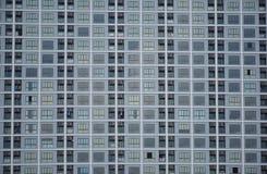 Modelo de las ventanas del apartamento en la ciudad Foto de archivo libre de regalías