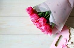 Modelo de los tulipanes de las flores para el d?a de madre fotos de archivo