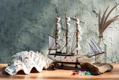 Modelo de madeira do brinquedo do navio da vela Fotografia de Stock