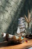 Modelo de madeira do brinquedo do navio da vela com shell Imagem de Stock