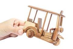Modelo de madera del taxi de Tuk Tuk Tres-ruedas en la foto aislada imagen de archivo libre de regalías