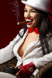 Modelo de manera con el cigarro Imagenes de archivo