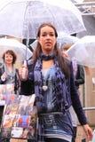 Modelo de manera en la lluvia Imagen de archivo libre de regalías