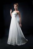 Modelo de manera encantador romántico de la novia en blanco Fotos de archivo libres de regalías