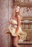 Modelo de manera romántico de lujo de la muchacha fotografía de archivo