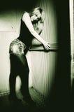 Modelo de manera rubio atractivo de la mujer Fotos de archivo libres de regalías