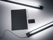 Modelo de marcagem com ferro quente preto e lâmpadas fluorescentes rendição 3d Fotos de Stock