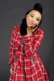 Modelo de moda bastante africano Blowing un beso foto de archivo libre de regalías