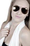 Modelo de moda con las gafas de sol Imagen de archivo libre de regalías