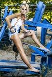Modelo de moda con salto de la cuerda Imagen de archivo libre de regalías