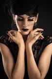 Modelo de moda de la belleza con maquillaje negro imagen de archivo libre de regalías
