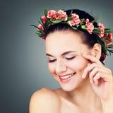 Modelo de moda de la mujer del balneario Smiling Imagen de archivo