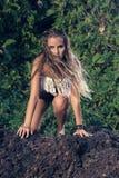 Modelo de moda del estilo del hippie Fotos de archivo