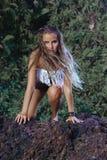 Modelo de moda del estilo del hippie Foto de archivo libre de regalías