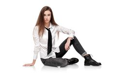 Modelo de moda en la camisa y el lazo blancos Imagenes de archivo