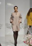 Modelo de moda en la demostración de la moda 2013 de Kyiv Fotografía de archivo