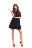 Modelo de moda en Mini Dress Presenting Product negro Fotografía de archivo libre de regalías