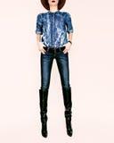 modelo de moda en ropa elegante del dril de algodón Imágenes de archivo libres de regalías
