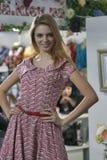 Modelo de moda en vestido pelado rojo Imágenes de archivo libres de regalías