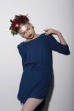 Modelo de moda estilizado con las flores Fotografía de archivo libre de regalías