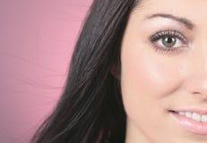 Modelo de moda Girl Portrait sobre fondo rosado Foto de archivo libre de regalías
