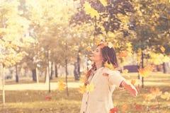 Modelo de moda hermoso de la mujer Having Fun Imágenes de archivo libres de regalías