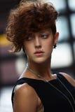 Modelo de moda joven elegante Fotos de archivo libres de regalías