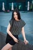 Modelo de moda joven en la calle Fotografía de archivo