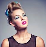 Modelo de moda de la belleza Girl con el pelo creativo foto de archivo libre de regalías