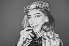 Modelo de moda de la belleza Girl Mirada de la manera Señora atractiva en el equipo de moda, cierre para arriba La muchacha con e foto de archivo libre de regalías