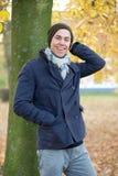 Modelo de moda masculino que ríe al aire libre Fotografía de archivo libre de regalías