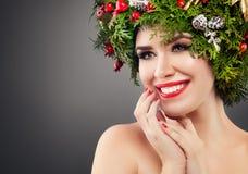 Modelo de moda perfecto de la mujer de la Navidad Smiling Fotos de archivo libres de regalías