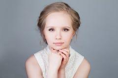 Modelo de moda rubio de la muchacha Belleza joven Fotos de archivo libres de regalías