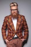 Modelo de moda sonriente con la barba larga Imágenes de archivo libres de regalías