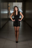 Modelo de moda Wearing Black Dress Foto de archivo libre de regalías