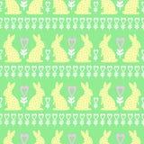 Modelo de Pascua con el conejito, los corazones y las flores de pascua en fondo verde