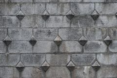 Modelo de piedra antiguo de los bloques en la superficie de la pared de la fortaleza Fondo de piedra gris con estilo medieval eur fotos de archivo libres de regalías
